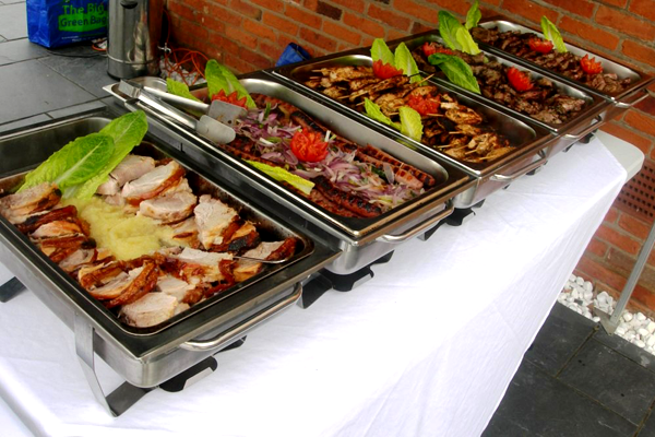 A row of hot trays keep the banquet warm!